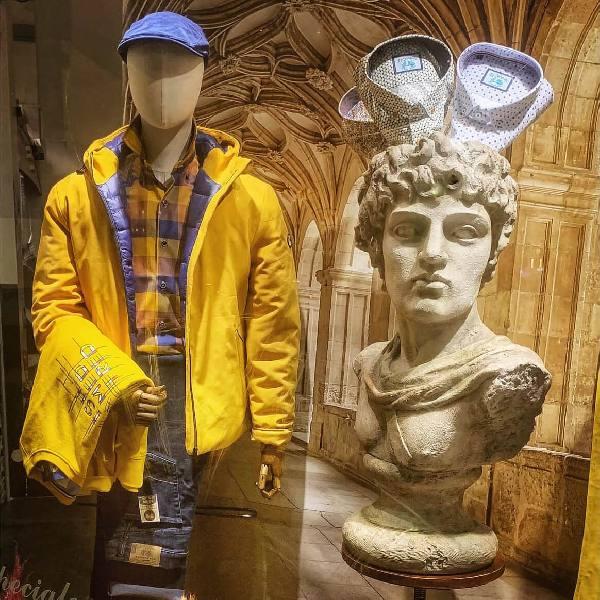 Escaparate y Decoracion Comercial Mario Echevarria: Moda-ALDABALDETREKU - Donostia