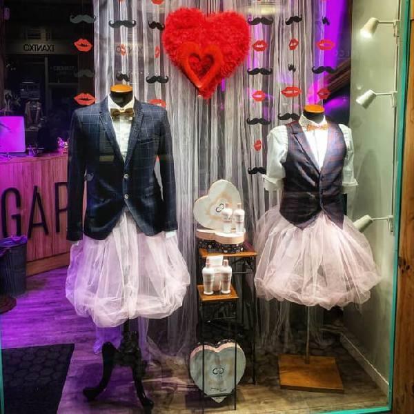 imagen noticia: Montamos un escaparate de amor en GAP PELUQUEROS