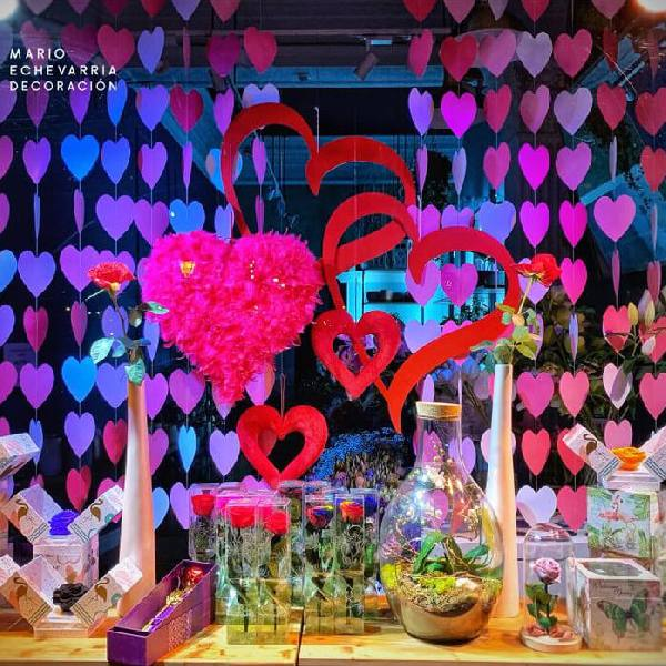 imagen noticia: Rosas y ramos en el escaparate de FLOWERS & EVENTS